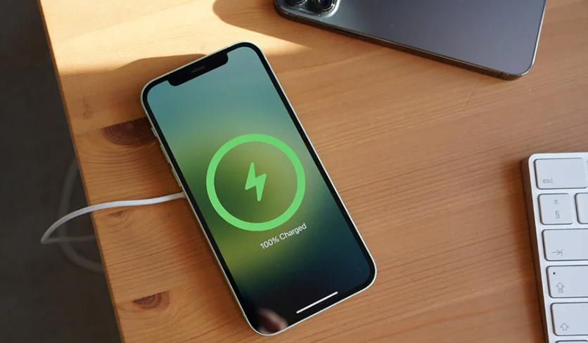 iPhone MagSafe Charging