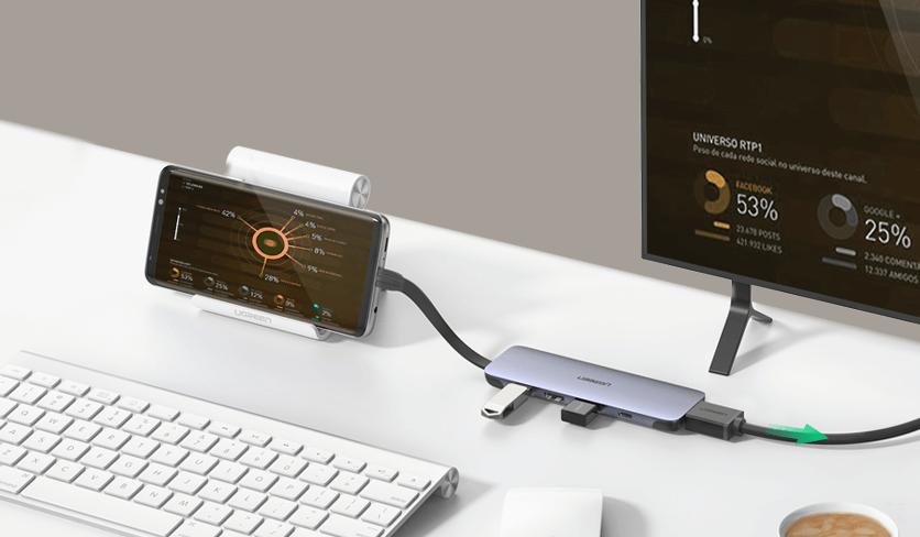 USB-C Hub with Smartphone